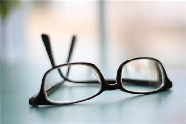 查尔斯顿眼镜
