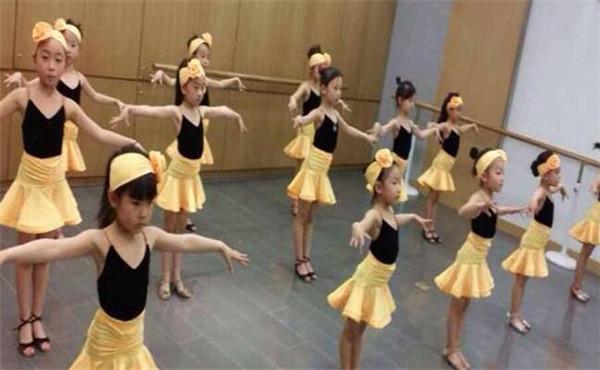 小舞星艺术中心加盟